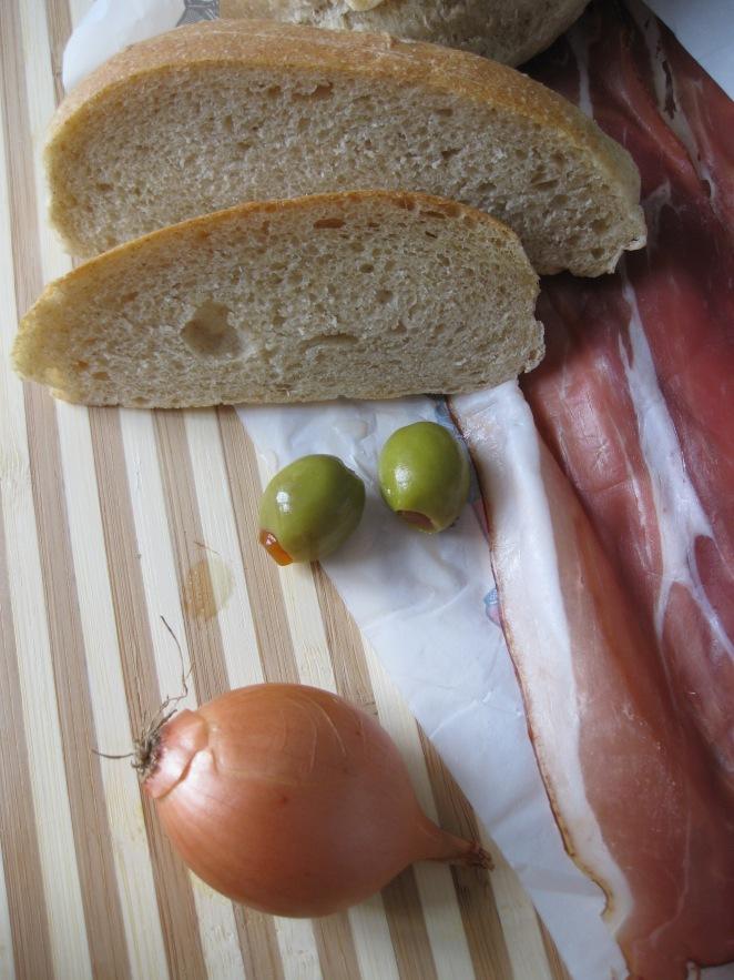 Jambon, pain et olives