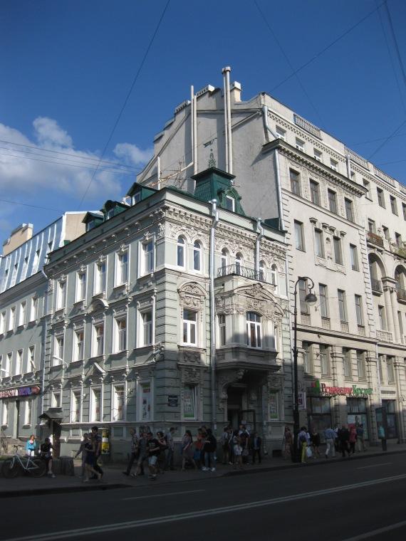 Cute 3 storey building on Kamenoostrovsky