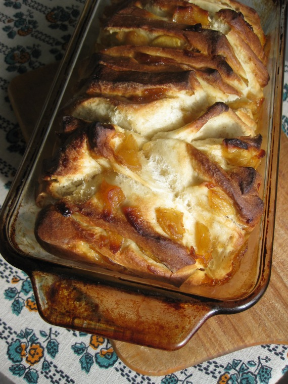 Cinnamon Roll Pull-Apart Loaf from www.theknead4speed.com