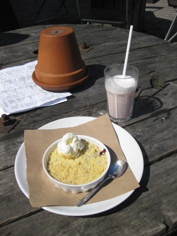Eating at Etagi