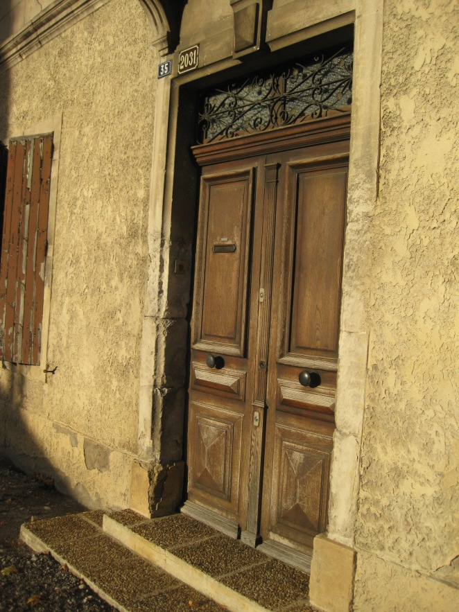 Piolenc Village in Provence, France – hep-i-book'a